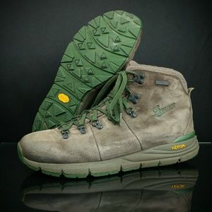 Danner Mountain 600 Hiking Shoes MSRP $180 - Brown